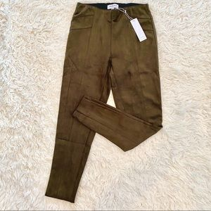 NWT Gilli faux Suede legging in moss green Size S
